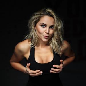 Увеличенная грудь и спорт: можно ли заниматься при наличии имплантов